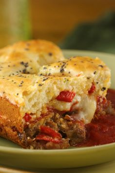Enjoy dinner with this tasty cheesy stromboli made with Original Bisquick® mix, pepperoni, bell peppers and pork served with marinara sauce. Perfect if you love Italian cuisine. Stromboli, Calzone, Bratkartoffeln Recipe, Specialty Sandwiches, Bisquick Recipes, Sausage Recipes, How To Cook Sausage, Glass Baking Dish, Food Dishes