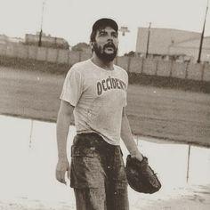 Pretty athletic, both of them, Che and Fidel. Karl Marx, Che Quevara, Che Guevara Photos, Rare Photos, Cool Photos, Ernesto Che Guevara, Historia Universal, Fidel Castro, Red Army