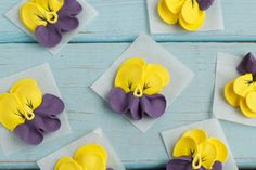 Frosting Recipes & Tips Do you like pansies? This tutorial & video will show you how to make royal icing pansies you can use to decorate your cakes, cupcakes, cookies and brownies. Royal Icing Templates, Royal Icing Transfers, Frosting Flowers, Royal Icing Flowers, Fondant Flowers, Fondant Rose, Cake Decorating Techniques, Cake Decorating Tutorials, Cookie Tutorials
