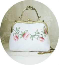 Geniues Handmade Vintage Bags Embroidery Floral Flower Sewing Metal Frame Flower Kisslock White Cotton Hollow out Handbags