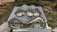 Cliff House in Spain, Casa Del Acantilado is an odd jewel of contemporary architecture designed by Pablo Gil & Jaime Bartolomé Design Exterior, Roof Design, House Design, Design Design, Architecture Cool, Organic Architecture, Contemporary Architecture, Zinc Roof, Copper Roof
