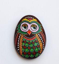 Malované kámen Sova by ISassiDellAdriatico na Etsy, € 20.00