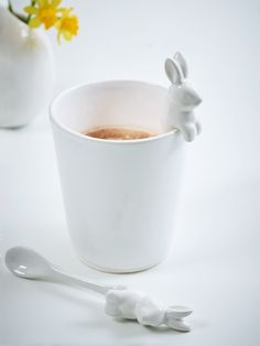Lightweight, delicate and ever so sweet; our miniature ceramic bunny spoon has little paws for hanging over your mug- an Easter inspired companion for any hot drink.