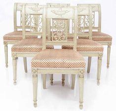 Suite de six chaises En bois relaqué à dossier légèrement déversés