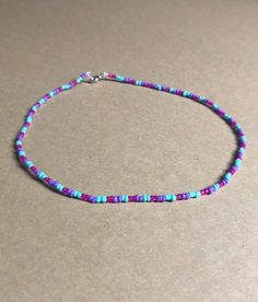Purple, blue and pink glass bead choker! Homemade Bracelets, Diy Bracelets Easy, Seed Bead Bracelets, Seed Bead Jewelry, Bead Jewellery, Cute Jewelry, Jewelry Crafts, Beaded Jewelry, Handmade Jewelry