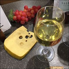 Wegman's Holiday Wine-and-Cheese Propping – Fixtures Close Up Wine Glass Markers, Cat Wine, Retail Fixtures, Wine Stoppers, Wood Crates, Drinking Glass, Plant Design, Wine And Spirits, Festival Party