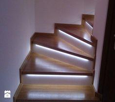 Aranżacje wnętrz - Schody: SCHODY - Małe schody, styl klasyczny - Parkiety - Jarząbek. Przeglądaj, dodawaj i zapisuj najlepsze zdjęcia, pomysły i inspiracje designerskie. W bazie mamy już prawie milion fotografii!