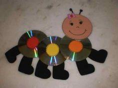 Un simpático gusanito con CDs reciclados