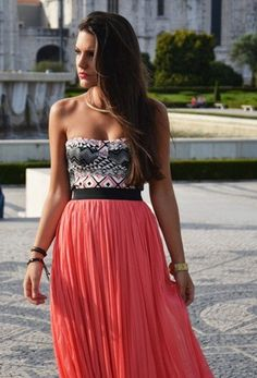 love her hair..and dress