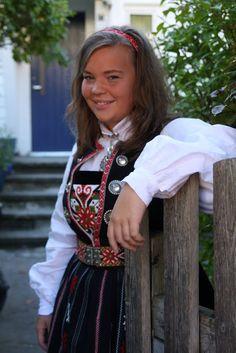 Emmelines blogg: Nasjonalromantiske røverhistorier Folk Costume, Costumes, 7 Continents, Norway, All Things, Evolution, Scandinavian, Summer Outfits, Culture
