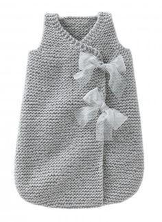 Turbulette fille Sleeping bag for baby! Knitting For Kids, Baby Knitting Patterns, Baby Patterns, Knitting Projects, Crochet Baby, Knit Crochet, Baby Sweaters, Sleeping Bag, Knitwear