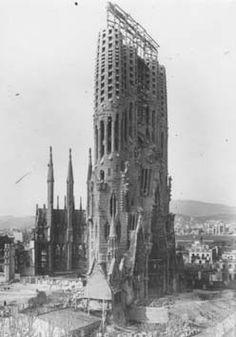 La Sagrada Familia under construction, Arq. Antoni Gaudi, Barcelona, España.