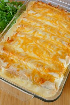 Cream Cheese Chicken Enchiladas Recipe - The ingredients and how to make it please visit the website Cream Cheese Chicken, Cream Cheese Recipes, Cheesy Chicken, Lemon Chicken, Slow Cooker Creamy Chicken, Creamy Chicken Enchiladas, Mexican Dishes, Mexican Food Recipes, Jamie's Recipes