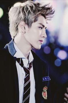 Kris is one of my favorites in EXO, and I'll support him no matter what. But he left EXO just a week before their concert and in the middle of promotions. While I don't agree with how Suho responded to the situation with his speech, I think that the members' frustration is justified.