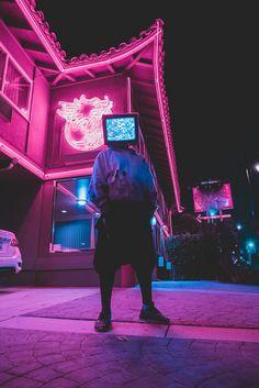 Design Discover Time waits for no one. Cyberpunk Aesthetic, Cyberpunk City, Arte Cyberpunk, Purple Aesthetic, Retro Aesthetic, Cyberpunk 2077, Moda Cyberpunk, Aesthetic Light, New Retro Wave