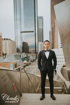 There's just something about a man in a suit... or a tux in this case 😍 We can't decide if this dashing groom is giving us more of an old Hollywood romance look, or a seductive GQ-worthy stare. Either way, we're in! We're loving the gritty look of DTLA against his classic black tux. Fall day after/trash the dress multi-location session at Hotel Indigo, the Walt Disney Concert Hall, and LACMA in downtown Los Angeles, CA.  • • • • •  www.LoveCloud9.com #LoveCloud9 #Cloud9Brea…