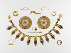 Set of jewelry.  Period:     Late Archaic. Date:     early 5th century B.C. Culture:     Etruscan. Medium:     Gold, glass, rock crystal, agate, carnelian.
