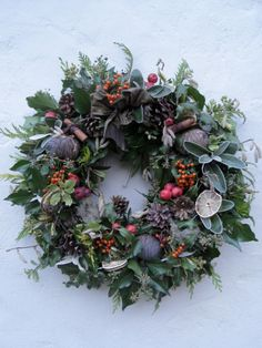 Come to my workshop at Christmas and make your own big fresh abundant wreath. This is definitely a time to make lovely things for your home. [gallery link=file Come to my workshop Christmas Door Wreaths, Christmas Flowers, Noel Christmas, Holiday Wreaths, Christmas Crafts, Make Your Own Wreath Christmas, Winter Wreaths, Wreaths And Garlands, Deco Floral