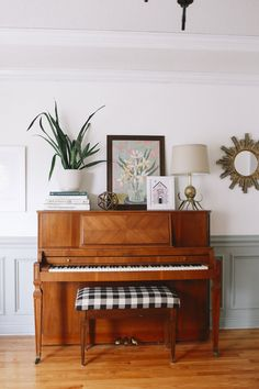 Among so many musical instruments, the piano is one of the favorites. From little kids until grandma love to playing the piano. Give your home a warm v… My Living Room, Home And Living, Living Room Decor, Living Spaces, Piano Living Rooms, Piano Room Decor, Cozy Living, Simple Living, Modern Living