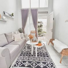Discover recipes, home ideas, style inspiration and other ideas to try. Small House Interior Design, Home Room Design, Living Room Designs, Small Living Rooms, Home Living Room, Living Room Decor, Home Decor Furniture, Home Decor Bedroom, Minimalis House Design