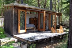 We already got Modern Tiny House on Small Budget and will make you swon. This Collections of Modern Tiny House Design is designed for Maximum impact. Modern Tiny House, Tiny House Cabin, Tiny House Design, Tiny Cabins, Prefab Guest House, Small Modern Cabin, Contemporary Cabin, Tiny Cottages, Modern Bungalow