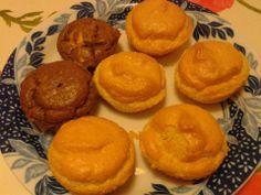 Mini pandispanuri  Ingrediente:  2 linguri de tarate rasnite  2 oua un praf de sare esente 2 linguri de indulcitor praf cacao - daca vreti Albusele se bat  spuma cu un praf de sare.Galbenusurile se freaca cu 2 linguri indulcitor+un varf lgt praf de copt stins cu cateva picaturi de zeama de lamaie si apoi se incorporeaza, de sus in jos in albusuri; adaugam taratele+ esentele. Coacem in forme de silicon 30-40min(testam cu scobitoarea)