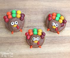Easy Turkey Cupcakes - such a fun treat for Thanksgiving that will take you just minutes to make. Decorated with chocolate buttermilk frosting and candies!