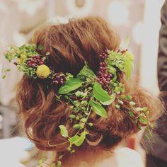 CDのヘアスタイル◡̈♥︎ . ボブに花かんむり! . . この髪も花かんむりもほんまかわいかったーー٩( ᐛ )و . #ウエディングヘアー #プレ花嫁卒業 #結婚式 #披露宴 #花かんむり
