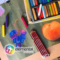 El pastel suave es una técnica que puedes utilizar en papeles rugosos para que el pigmento quede impregnado y puedes realizar combinaciones de tonos. Puedes encontrarlo en lápiz y barra; te recomendamos utilizar un sellador para evitar que se arruine tu trabajo cuando este esté terminado! Instagram, Studio, Soft Pastels, Barbell, Color Combinations, Studios