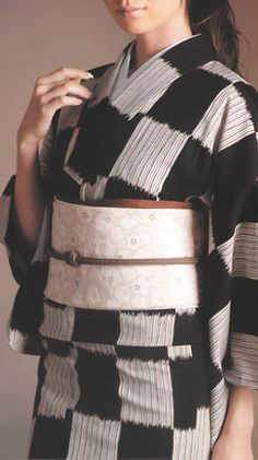 Cozy winter kimono Japanese Costume, Japanese Kimono, Yukata, Winter Kimono, Modern Kimono, Kimono Design, Kimono Fashion, Costumes For Women, Traditional Outfits