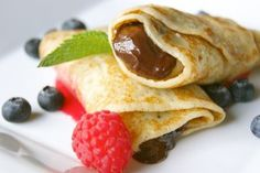 Let& see how to make Nutella crepes, a simple and fast dessert . Crepes Nutella, Banana Crepes, Whole Wheat Crepe Recipe, Vegan Desserts, Fun Desserts, Dessert Food, Dessert Drinks, Best Vegan Recipes, Favorite Recipes