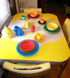 Reminds me of the style my parents had when I was little. Love the fiesta ware!!