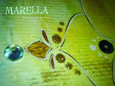 Mandala em aquarela azul claro e amarelo com diâmetro médio de 25cm. Moldura padrão branca com vidro.