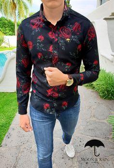 c8b6a7a2e Outfit para hombre  camisa slim fit negra de flores rojas