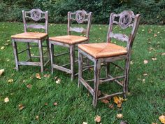distressed paris grey bar stools, chalk paint, how to, painted furniture, painting Grey Furniture, Chalk Paint Furniture, Outdoor Furniture Sets, Furniture Design, Furniture Projects, Wood Projects, Painted Bar Stools, Grey Bar Stools, Bar Stool Makeover
