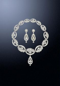 A diamond necklace and earring suite,
