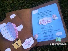 Convite papel kraft com detalhes em scrap e balão 3D. Personalizamos o seu convite com o nome e idade do aniversariante e as cores de acordo com a decoração da festa