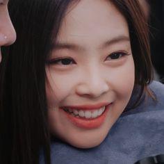 Gülümsemeyi en çok hak eden insan ☄ . . . #shiningjennieday  #protectjenniekim #protectjennie #gda2019 #jennie #jenniekim #blackpink… Blackpink Jennie, K Pop, Rapper, Blackpink Members, Black Pink, Famous Girls, Blackpink Jisoo, Yg Entertainment, Korean Singer