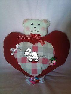 Fiocco di nascita a forma di cuore con orsetto, realizzato a mano. Handmade newborn.