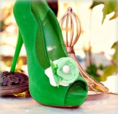 This shoe is awesome!!! however they are only selling the clip on etsy :(