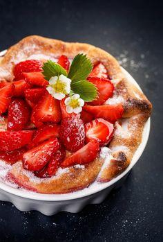 MIAM, un mélange de saveurs parfait avec cette tarte aux fraises et à la rhubarbe !