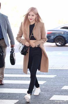 Blackpink Fashion, Kpop Fashion Outfits, Korean Outfits, Korean Fashion, Casual Outfits, Mode Kpop, Kim Jisoo, Black Pink Kpop, Looks Chic