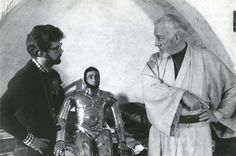 Star Wars behind the scenes photo of Alec Guinness, Anthony Daniels & George Lucas Images Star Wars, Star Wars Pictures, Film Pictures, Amazing Pictures, Star Wars Episodio Iv, Starwars, Saga, Film Star Wars, Anthony Daniels