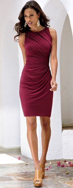Wine red burgundy tight dress, feminine fit and cut, suitable for day time or as evening wear. Mature and elegant, suitable for a year old stylish classy woman. Lace Dresses, Pretty Dresses, Beautiful Dresses, Short Dresses, Gorgeous Dress, Wedding Dresses, Dress Skirt, Dress Up, Wine Dress