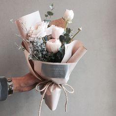 주문 레슨문의 Katalk ID vanessflower52 #vanessflower #vaness #flower #florist #flowershop #handtied #flowergram #flowerlesson #flowerclass #바네스 #플라워 #바네스플라워 #플라워카페 #플로리스트 #꽃다발 #원데이클래스 #플로리스트학원 #화훼장식기능사 #플라워레슨 #플라워아카데미 #꽃스타그램 . . . #미니다발 #꽃다발 . . 사랑스러운 하노이 꽃다발