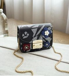 Floral Print Design Famous Brand Small Pink Chain Flap Women Spoof Graffiti bags Pu Leather Messnger Shoulder Clutch for Girls