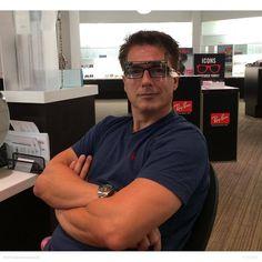 """John Barrowman Brasil su Instagram: """"""""Novos óculos sendo montados na #lenscrafters jb"""" - JB no Twitter"""""""