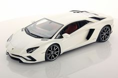 Collectable resin model Lamborghini Aventador S in Balloon White colour by MR Collection Models #Lamborghini #ModelCars #SuperSportsCar #LamborghiniClub #diecast #diecastphotography #diecastcollector #diecastcollection #diecastcars #118 #118Scale #118Diecast