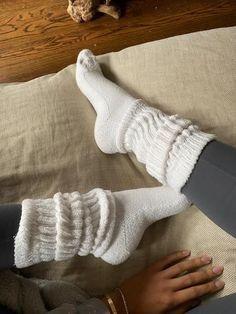 Slouch Socks, Cozy Socks, Cabin Socks, Black Knee High Socks, Looks Style, My Style, Mode Du Bikini, Fluffy Socks, Black Knees
