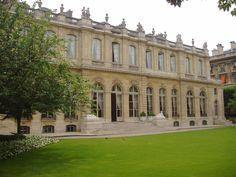 Hôtel de Lassay, part of the National Assembly since the Palais Bourbon & Hôtel De Lassay are connected together through a prestigeous long gallery... The Hôtel de Lassay... it's gardens.